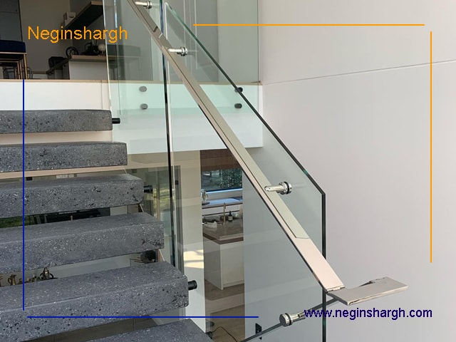 راه پله شیشه ای همراه با هندریل جدا