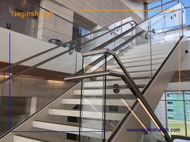 ترکیب استیل و شیشه در راه پله