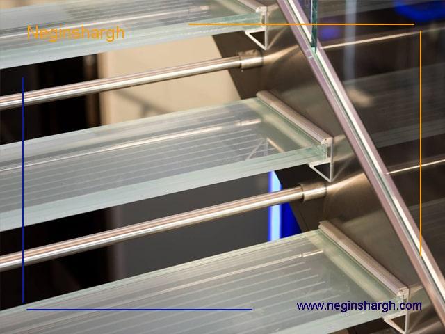 شیشه کف راه پله